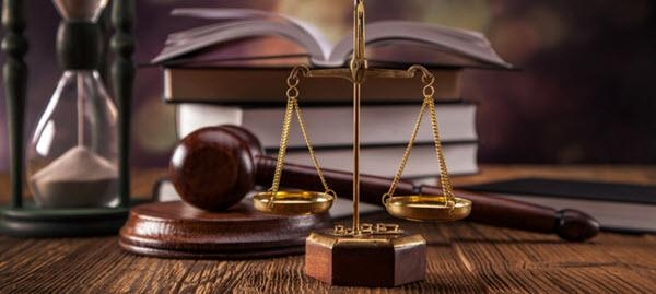помощник по юридическим вопросам
