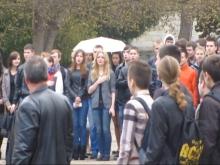 Студенты Национального университета в Севастополе покинули плац в протест поднятия флага России